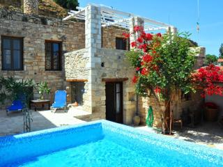 Villa Chrissie Marie, private Pool, Garden., Pitsidia