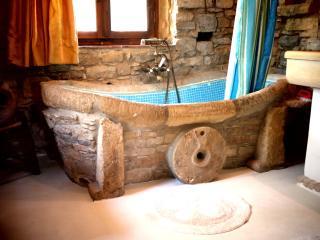 Minoan Bathtub , Villa Chrissie Marie