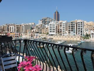 Spinola Bay Seafront 3 bedr. Mansion apt A