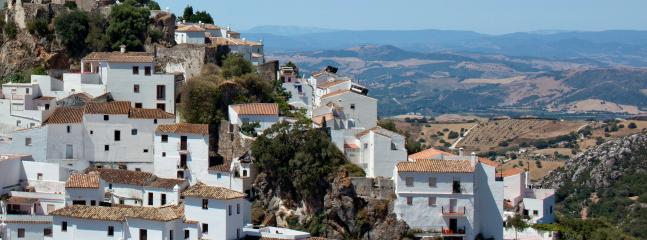 A 25 minutes drive is the picturesque village of Casares Pueblo Blanco.
