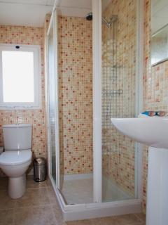 Separate shower room/WC.