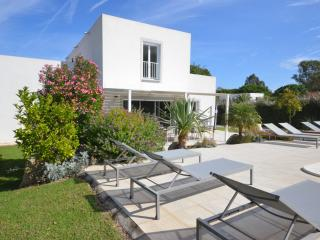 Villa Alysse, flowered garden and terrace with sunbeds and private pool - 4 bedrooms