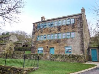 WEAVER'S COTTAGE, Grade II listed, stone-built, en-suites, pet-friendly, in Thurlstone, Holmfirth, Ref 913895