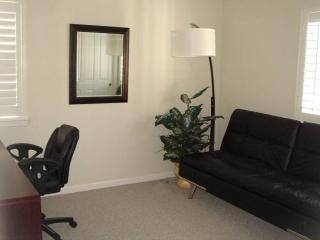 Furnished Luxury Condo With 2 Bedrooms, 1 Bathrooms - Parking Included, Walnut Creek
