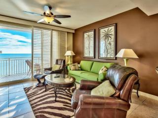 Splash 2 BR/2 BA - Sleeps 7, Includes Beach Chairs, Living & Master Face Beach