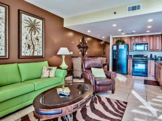 Splash 1202 E Living room w/queen sofa sleeper, HD TV and plantation shutters
