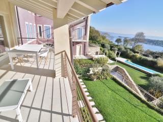 Lake Garda View Apartment with super swimming pool