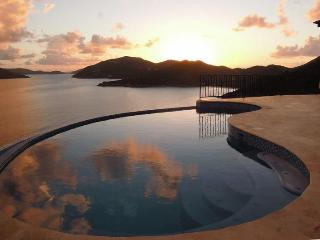 AnaCapri Estate - Ideal for Couples and Families, Beautiful Pool and Beach, Tortola
