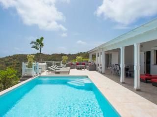 Au Coeur du Rocher - Ideal for Couples and Families, Beautiful Pool and Beach