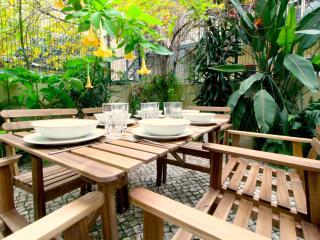 Central Apartment With a Garden