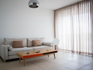 2 bedroom apartment with a great balcony, Jaffa