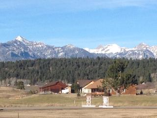 Stunning Pagosa Peak View II Foosball Fireplace HOT TUB GREAT HOUSE GREAT VIEWS!, Pagosa Springs