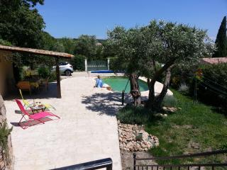 Maison de village with garden, pool and parking, Neffies