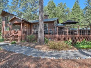 Soothing Solitude & Views in Quaint Cabin & Cottage with Gardens & Fountain, Bass Lake