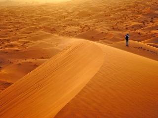 Amanecer en las bellas dunas del Sahara erg chebbi Merzouga