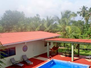 Las Lajas Beach Retreat, 3 bedroom home with pool, Playa Las Lajas