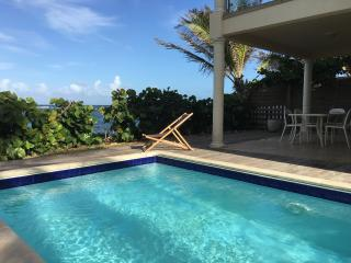 VILLA SEAVIEW: 2BR OCEAN FRONT HOUSE, Oyster Pond