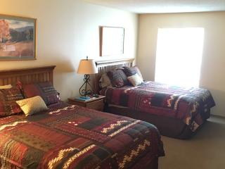 1 BR Walking Distance to Ski Lift - Sleeps 4, Copper Mountain