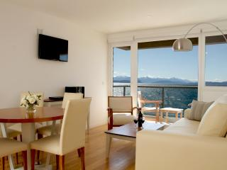 Apartment Downtown Right Across The Beach!!!, San Carlos de Bariloche