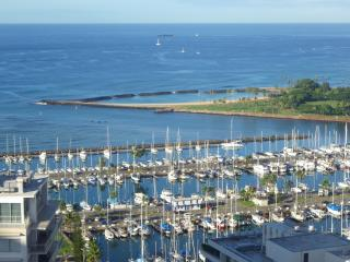 2BR w/Ocean, Diamond Head, Sunset, Firework views!