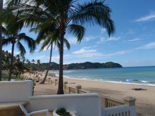 Casa Colibri - Los Delfines - primera línea de playa y piscina, Sayulita