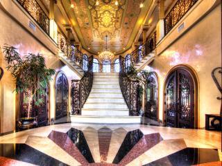 Elegant European-like Palace - Villa Adriana, Tampa