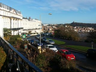 EXECUTIVE APARTMENT WITH BALCONY OVERLOOKING SEA, Scarborough
