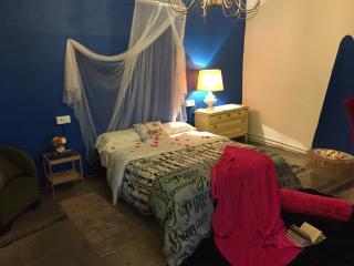 La Bodega 'Habit  triple azul' con baño compartido, Chulilla