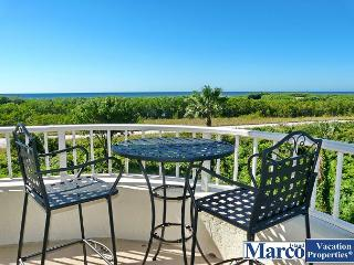 Beachfront condo w/ heated pool & wraparound balcony w/ unmatched views, Marco Island