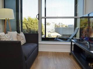 Spectacular 1 Bedroom Apartment in Sta. Monica - Separate Living Areas, Santa Monica