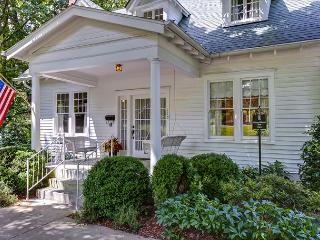 3BR Jefferson House in Historic Franklin- Built 1900- Walk to Main Street