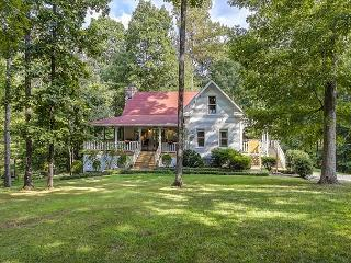 3BR/3BA Farmhouse in the Fork: Lake, Waterfall, Fishing on 41 Acres, Franklin