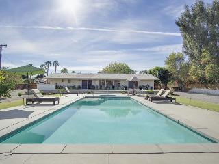 Mid-Century Modern House in Palm Desert with Private Pool & Hot Tub