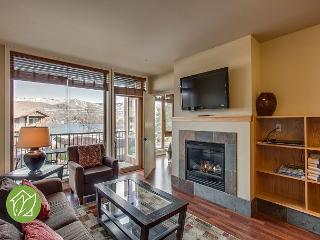 2 Bedroom Condo with Lake and Mountain Views by Sage Vacation Rentals, Chelan