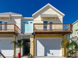 Partying Pelican: Boat Parking, Pool, BBQ Grill, Pets!, Port Aransas