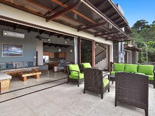 Ocean View Paradise. Steps to the Beach & Town. Breakfasts Included!, Tamarindo