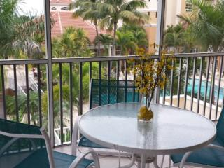 Regatta at Vanderbilt Beach 3-bedrooms resort pool, Naples