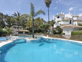 BEACHFRONT 1.LINE HOUSE 50 MTR GOLDEN BEACH 2 POOL, Elviria