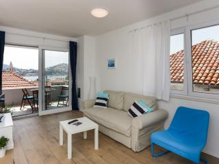 Apartments Villa Karmen - Two-Bedroom Apartment with Balcony and Sea View (Luci)