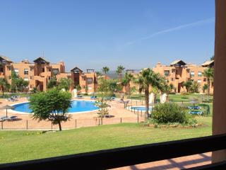 Beautiful Ground floor apartment, sleeps 6, 2 bath, San Luis de Sabinillas