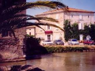 charming B & B on the borders of the Canal du Midi, Le Somail