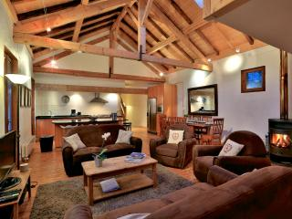 Luxury loft in centre Chamonix, 4 bedrooms, sleeps 8, view Mont Blanc