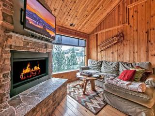 Lake Tahoe Condo SKI lift HOT TUB Sleeps 6 (SL305)
