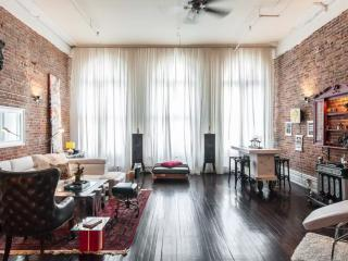 ARTSY DUPLEX LOFT 2BR SUPER CENTRAL OLD MONTREAL