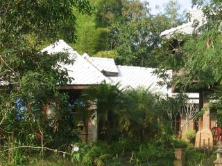 Lake-view Bungalow with Pavilion (for 4 persons), Doi Saket