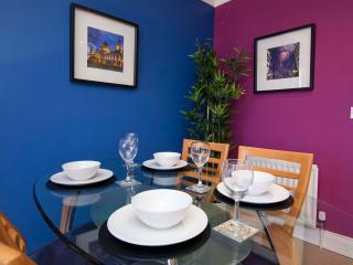 Dining area (extra chairs provided for up to 6 people)