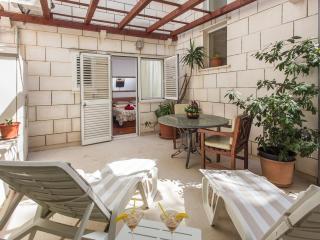 Villa Music - Deluxe Triple Room with Terrace, Dubrovnik