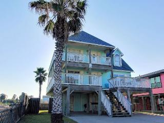 Wonderful 5 bedroom home and just a short walk to the beach!, Port Aransas