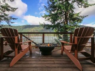 15% OFF MARCH SPECIAL- JOURNEYS END on FishLake, Hot Tub, Sauna, Wi-Fi