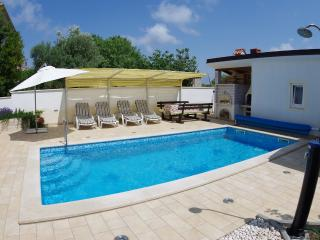 Holiday apartment with private swimming pool, Pula
